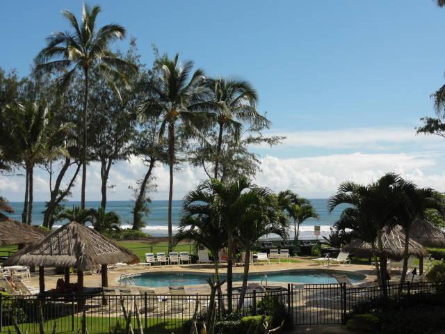 Islander on the Beach - pool area and pool's Bar - Beachfront Resort Studios - MAY-JUNE SPECIALS! - Kapaa - rentals