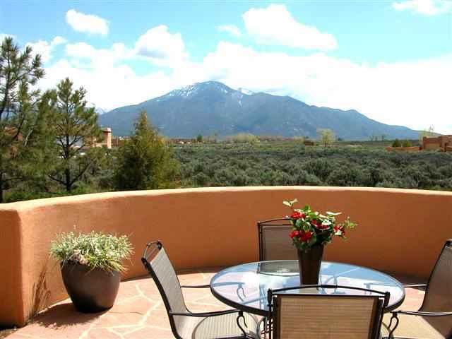 Glorious mountain view patio - Adobe de Estrellas - Taos - rentals