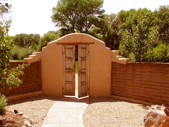 Adobe privacy wall and gate from enclosed front yard - Bella Villa - Taos - rentals