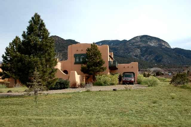 Sweeping panoramic Taos Mountain views plus 2nd story balcony - Casa del Lujo - Taos - rentals