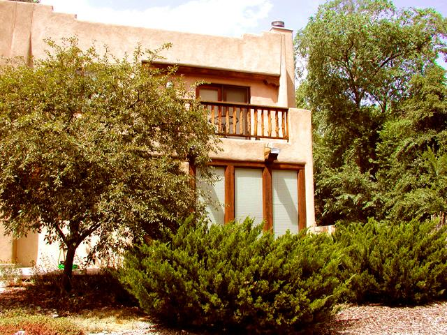 End unit, lush green landscaping & plenty of off street parking - Casa Julia - Taos - rentals