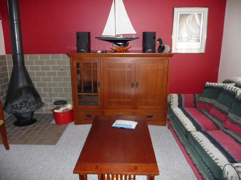 Living room w-fireplace.JPG - Harbor Springs 3 bdrm. condo on golf course - Harbor Springs - rentals