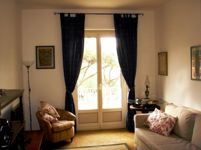 Living room with double sofa bed - Apartment in Testaccio square - Rome - rentals