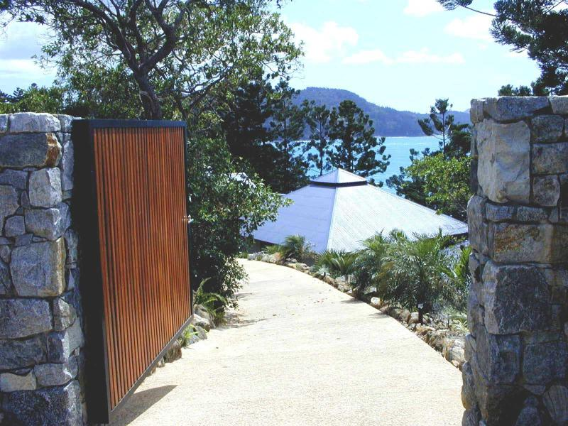 Enter into Utopia. Stay in a place of ideal perfection. Hamilton Island, The Great Barrier Reef - Utopia Hamilton Island, The Whitsundays - Hamilton Island - rentals