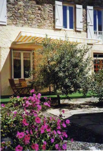 Our beautiful garden beckons you. - Joli-Jardin Self-Catering Apartment - Belesta - rentals
