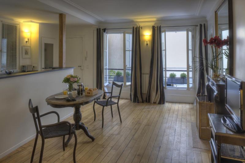 Living Room View Two - Saint-Germain Enchanting One Bedroom - Paris - rentals