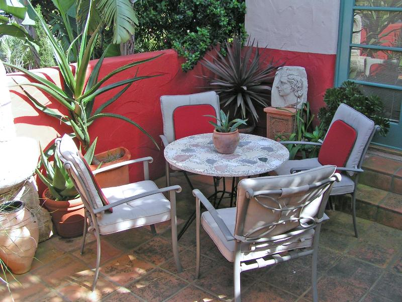 Outdoor Patio sitting bbq area - Spanish Mediterranean Luxury in quiet neigboorhood - Santa Barbara - rentals