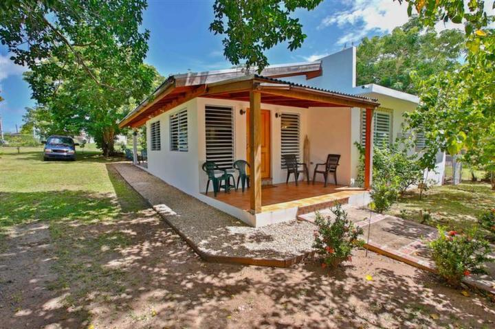 Front Porch with glimps of back yard - Casa LunaLlena, walk to beaches & harbor promenade - Isla de Vieques - rentals