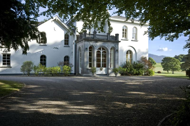 Front door entrance to the great hall which is great for drinks receptions - Luxury Manor In Private/Estate/Golf/Walking/Riding - Killarney - rentals