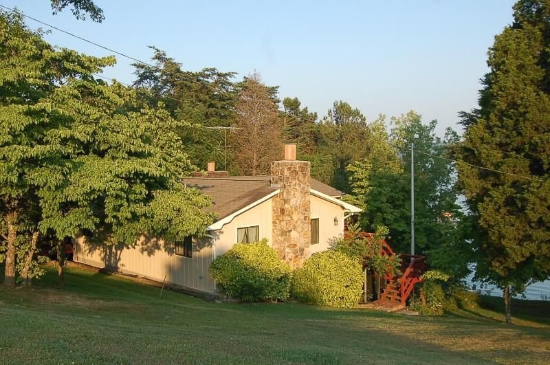 818 Hopper Bluff - Cherokee Lake, TN, 5 bedroom+, Lake Front, Dock - Rutledge - rentals