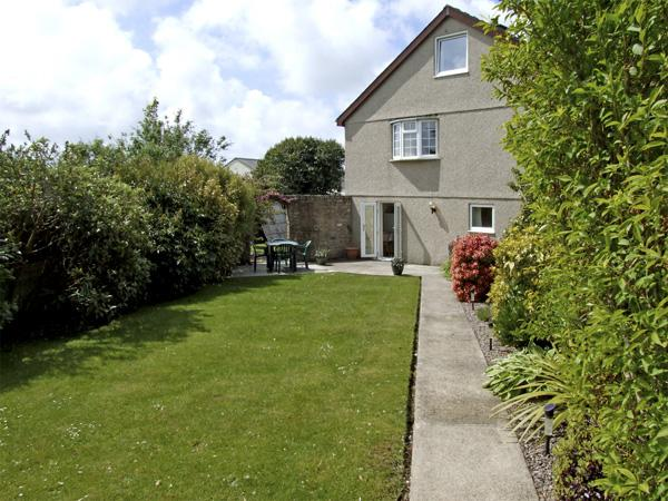 PARADWYS, family friendly, with a garden in Abersoch, Ref 4031 - Image 1 - Abersoch - rentals