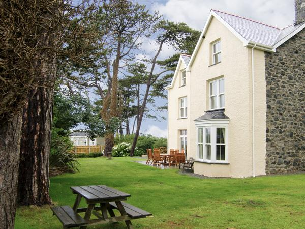 TYDDYN GORONWY, family friendly, luxury holiday cottage, with pool in Talybont, Ref 4084 - Image 1 - Talybont - rentals
