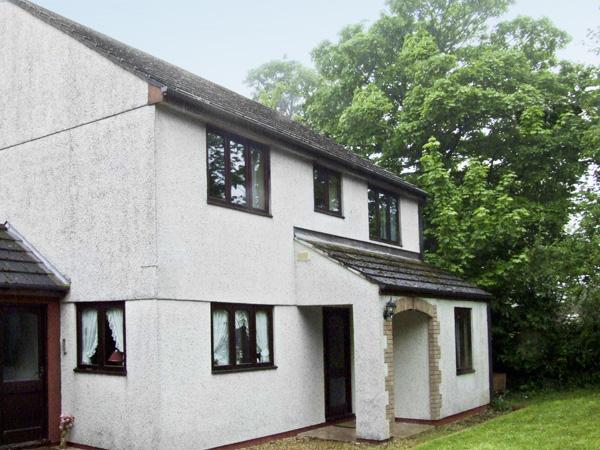 BROOKFIELD, pet friendly, country holiday cottage, with a garden in Tregony, Roseland Peninsula, Ref 4141 - Image 1 - Tregony - rentals