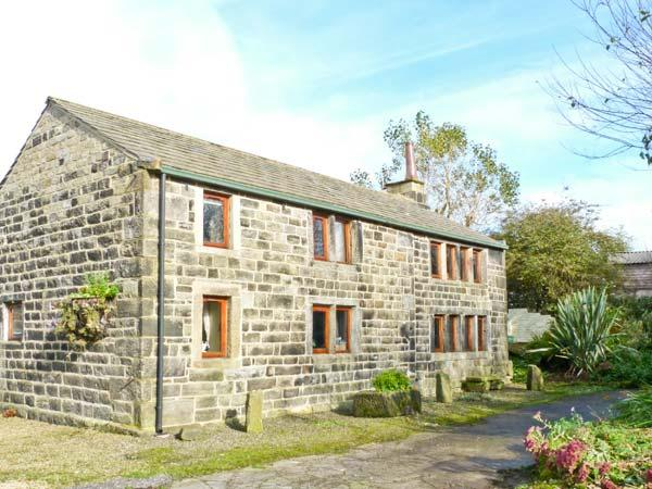 STABLES COTTAGE, family friendly, character holiday cottage, with a garden in Hebden Bridge, Ref 3964 - Image 1 - Hebden Bridge - rentals