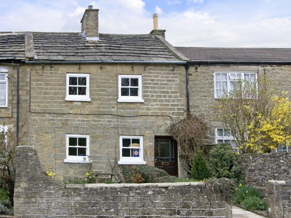 SUNNYMEDE, pet friendly, country holiday cottage, with a garden in Masham, Ref 3969 - Image 1 - Masham - rentals