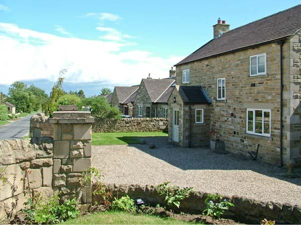 YORK HOUSE, pet friendly, character holiday cottage, with a garden in Hudswell, Ref 4075 - Image 1 - Hudswell - rentals