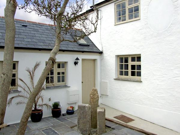WILLOW COTTAGE, family friendly, country holiday cottage, with a garden in Lostwithiel, Ref 4014 - Image 1 - Lostwithiel - rentals