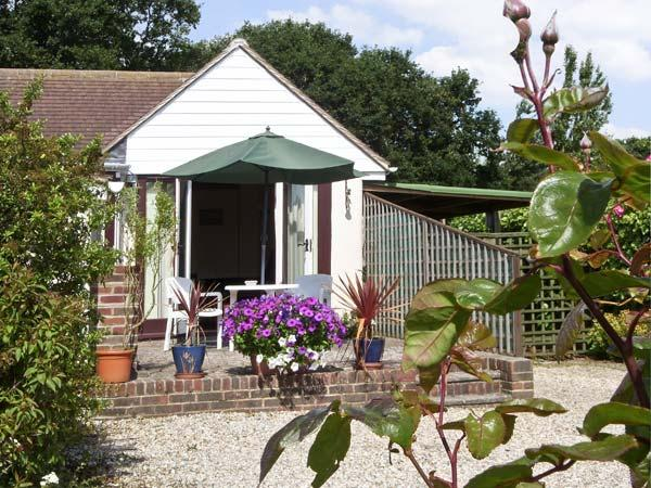 CLIFF GARDEN COTTAGE, with a garden in Fairlight, Ref 4011 - Image 1 - Fairlight - rentals