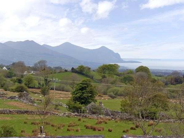 DAMAVAND DYLLUAN, romantic, country holiday cottage, with a garden in Caernarfon, Ref 1447 - Image 1 - Caernarfon - rentals