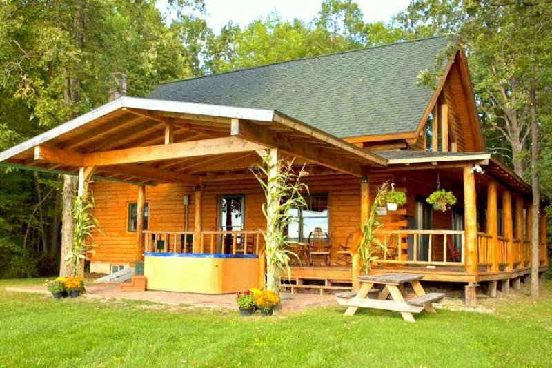 Back and side view of log cabin - Beautiful Mountain Views Log Cabin near Lake! - North Ferrisburg - rentals
