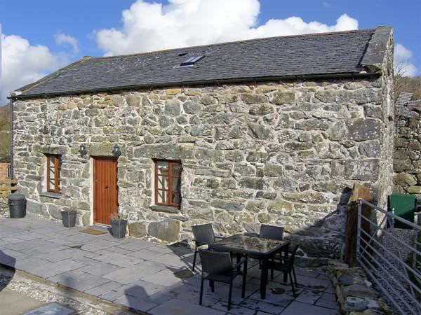 ISALLT, pet friendly, character holiday cottage, with a garden in Llanfair, Ref 4082 - Image 1 - Llanfair - rentals