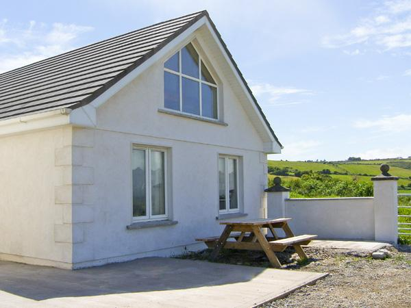 AN LISIN, pet friendly, character holiday cottage, with a garden in Ring, County Waterford, Ref 4163 - Image 1 - Ring - rentals