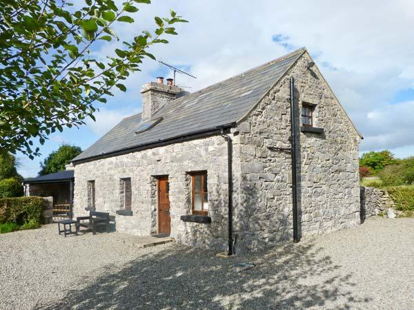 CLOONCORRAUN COTTAGE, pet friendly, character holiday cottage, with a garden in Ballinrobe, County Mayo, Ref 4191 - Image 1 - Ballinrobe - rentals