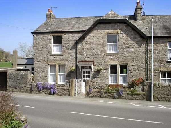RIVERSIDE VIEW, pet friendly, country holiday cottage, with a garden in Cark In Cartmel , Ref 4195 - Image 1 - Cark - rentals