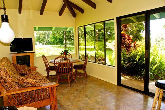 picture windows a skylight - Maui Dream Cottage, Enjoy Maui for $140 Per Night - Haiku - rentals