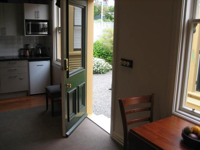 Flat access to garden - City Cottage - Tonks Grove - Wellington - rentals