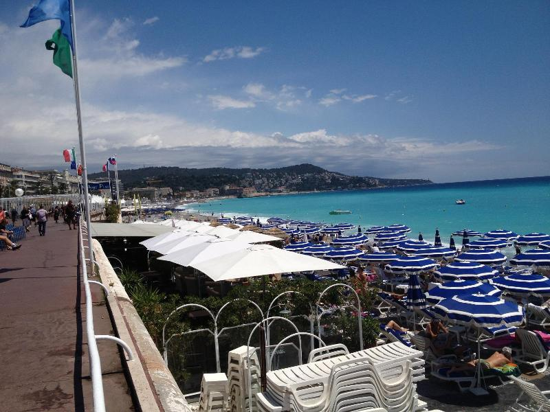 MODERN APARTMENT - TOP LOCATION 100 M FROM BEACH - Image 1 - Nice - rentals