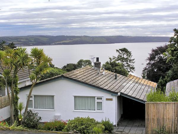 GWELD-Y-MôR, family friendly, with a garden in Saundersfoot, Ref 3961 - Image 1 - Saundersfoot - rentals