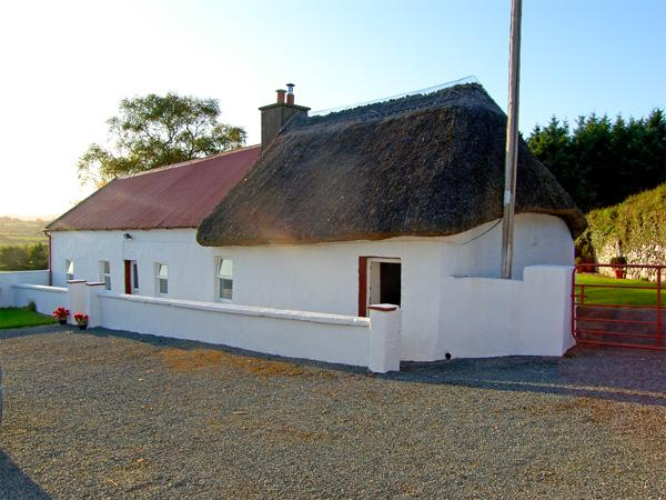 CARTHY'S COTTAGE, pet friendly, character holiday cottage, with a garden in Dungarvan, County Waterford, Ref 3715 - Image 1 - Dungarvan - rentals