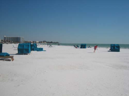 Beach Looking South - 1BR Ground Floor Siesta Key Crescent Beach WiFi - Siesta Key - rentals