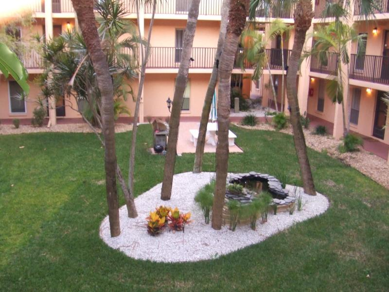 Our Courtyard.JPG - Fabulous Furnished Condo at Boca Shores - Saint Pete Beach - rentals