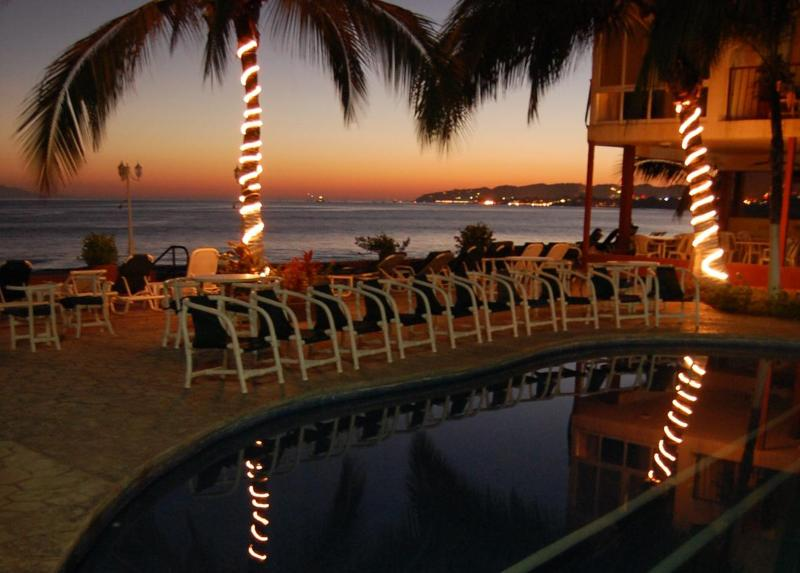 Beachfront condo, Vallarta affordable (Bucerias) - Image 1 - Bucerias - rentals