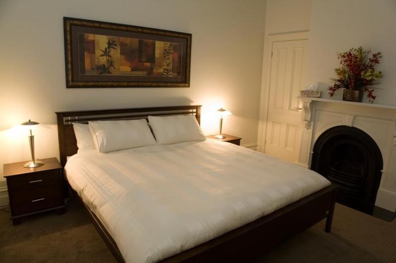 Master Bedroom - Sabina, exquisite inner-city home, Geelong - Geelong - rentals