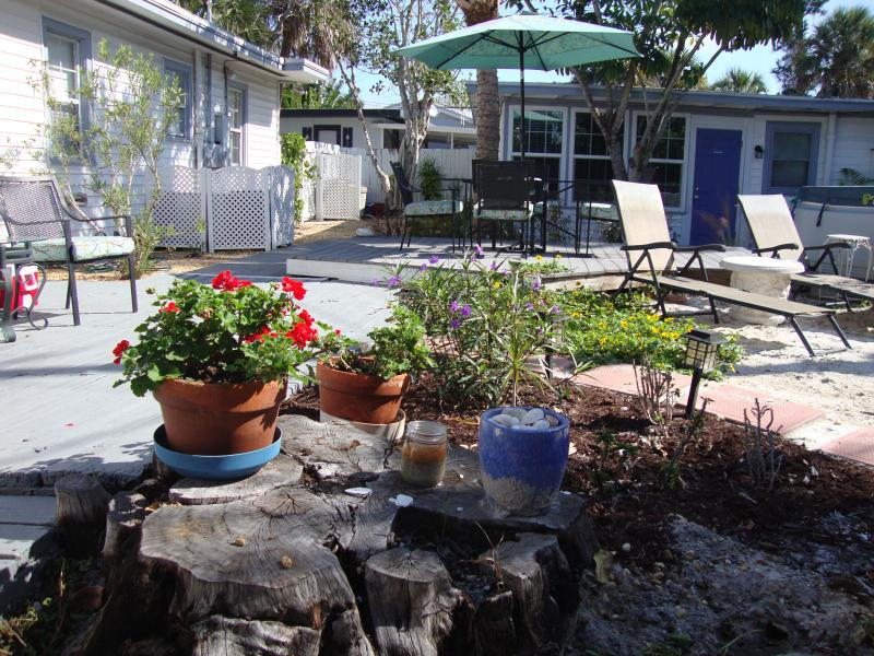 Outdoor Common Area dining area,  gardens, grill area and lounging area - Siesta de Mayo Cottage Weeks available in Siesta V - Siesta Key - rentals