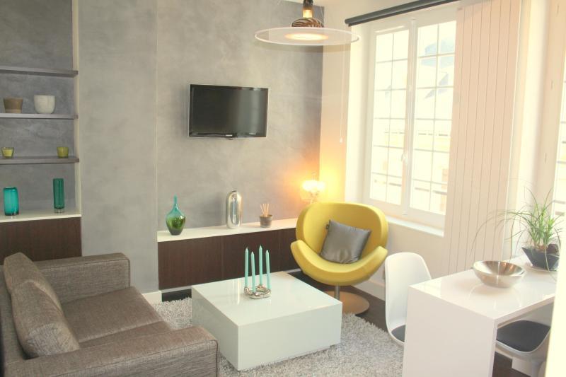Living room - Le Sévigné - Places des Vosges - new meets old! - Paris - rentals