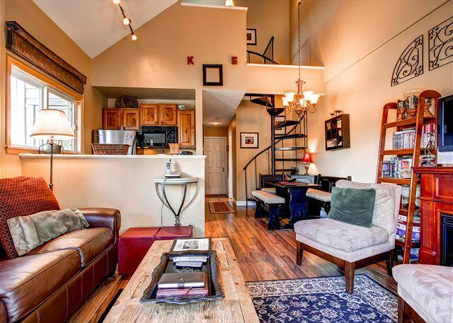 WIldwood Suites Living Room Ski-in Breckenridge Lodging - Wildwood Suites 308 Pet friendly Ski-in Condo Downtown Breckenridge Lodging - Breckenridge - rentals