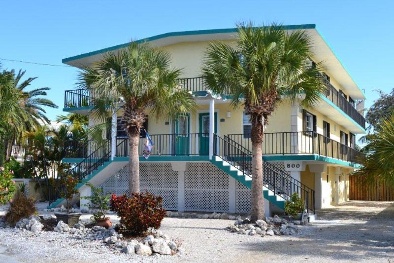 Welcome - entrance to 800 & 810 vacation duplex - Key Colony Beach Waterfront Duplex 6 Bedrooms,Pool - Key Colony Beach - rentals
