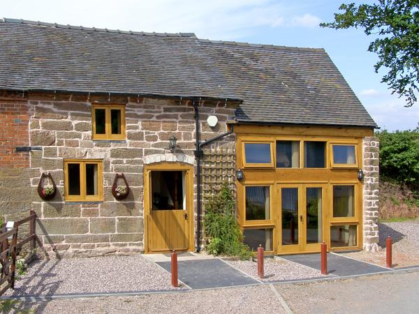 LAKESIDE COTTAGE, family friendly, character holiday cottage in Rosehill, Ref 4228 - Image 1 - Market Drayton - rentals