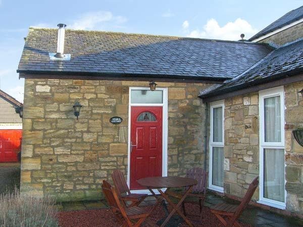 STABLE COTTAGE, pet friendly, with a garden in Acklington, Ref 4211 - Image 1 - Acklington - rentals