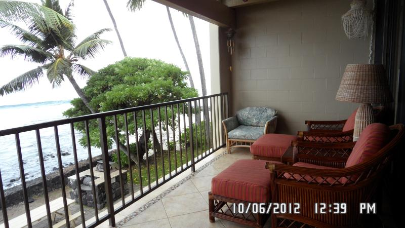 Comfortable seating on the ocean - Direct Oceanfront Condo - Kailua-Kona - rentals