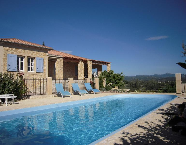 Facade and pool with view into the valley. - Villa La Bacchante  Rasteau, Vaison-la-Romaine - Rasteau - rentals