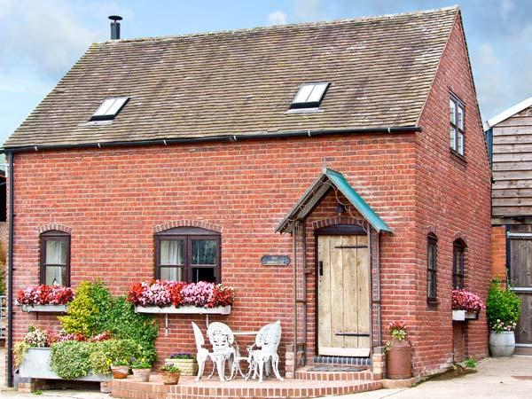 THE CORN HOUSE, family friendly, character holiday cottage, with open fire in Leighton, Ref 4210 - Image 1 - Ironbridge Gorge - rentals