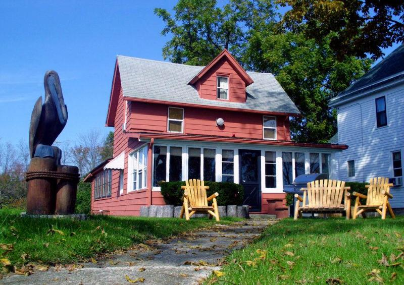 Historic Niagara River Cottage - On the Niagara River - Historic NIAGARA RIVER COTTAGE  NEAR NIAGARA FALLS - Niagara Falls - rentals