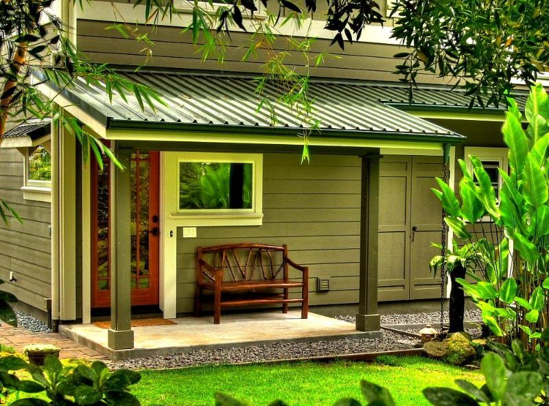 Bamboo Bungalow's covered, private garden entry - Zen Luxury Bamboo Bungalow, Japanese Gardens & Spa - Hilo - rentals