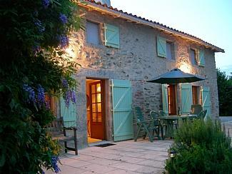 House at Dusk - Chez Thres - Moncoutant - rentals