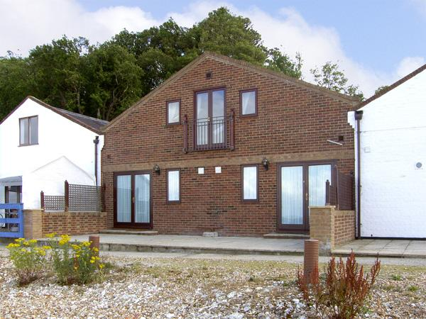 SAIL LOFT, family friendly in Yarmouth, Isle Of Wight, Ref 4221 - Image 1 - Yarmouth - rentals